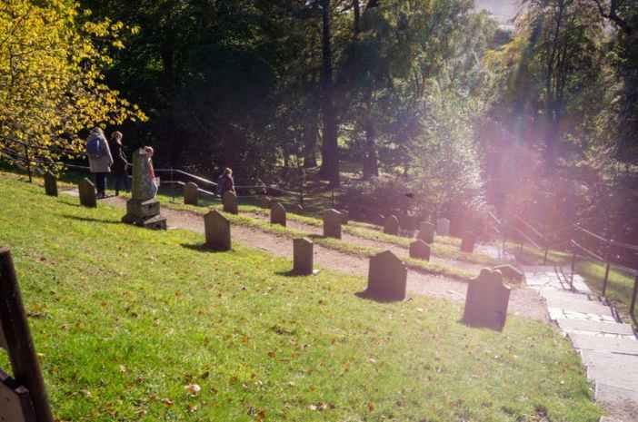 ctyp-die-in-ireland-graveyard